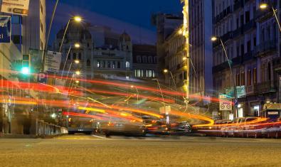 Imagen de la calle Pelayo de noche