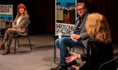 Coia Valls, Enric Calpena i, d'esquena, Maria Carme Roca, en un dels actes del Barcelona Novel·la Històrica