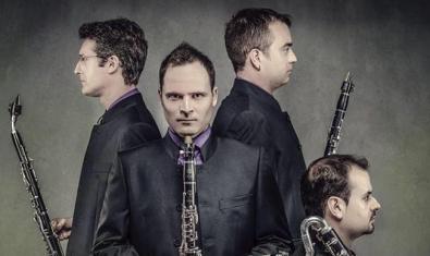 Los integrantes de este cuarteto retratados con sus instrumentos