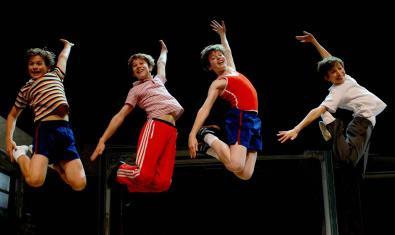 Quatre dels petits ballarins de la funció.