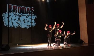 Brodas Bros, en plena actuación.