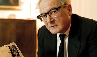 Burghart Klaussner caracterizado como fiscal Fritz Bauer