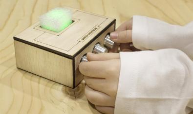 Una de las cajas que se construyen en el taller