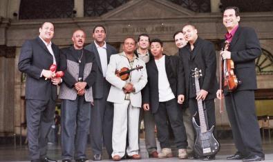 Carlos Caro i els integrants de Sabor Cubano