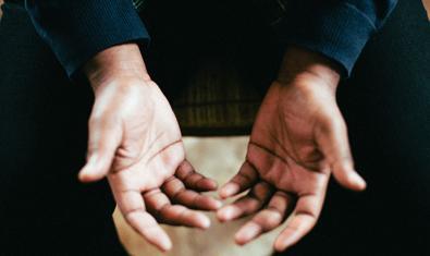 Fotografia d'unes mans obertes