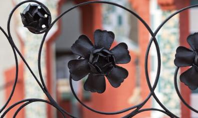 A flower wrought iron outside Casa Vicens