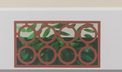 Una de las obras de la exposición muestra una ventana en un muro con una reja que imita motivos naturales