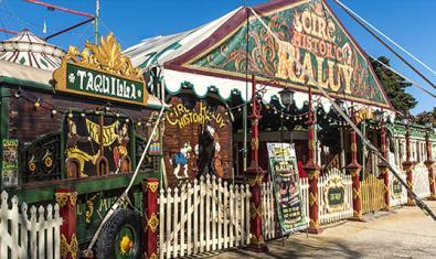 Algunas de las caravanas del Circ Històric Raluy.