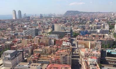 Imatge aèria de Barcelona des de Sant Martí