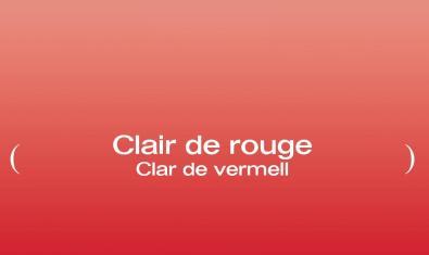 El cartel de la exposición muestra un fondo rojo con el título de la exposición sobreimpreso
