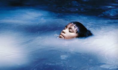 Susi Korihana thëri nadando, Catrimani, Roraima, 1972-1974. © Claudia Andujar