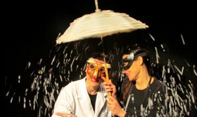 Fotografía del espectáculo, dos actrices en el escenario
