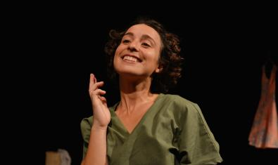 Imatge de l'actriu Marina Collado interpretant l'obra Coloma