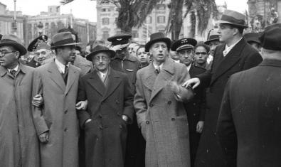 Lluís Companys, Josep Tarradellas i altres personalitats en una imatge presa per Antoni Campañà el 23 de novembre del 1936. ©Arxiu Campañà