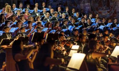 L'orquestra actuant en un concert.