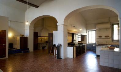 La cuina del monestir, un dels espais pels quals passa la visita