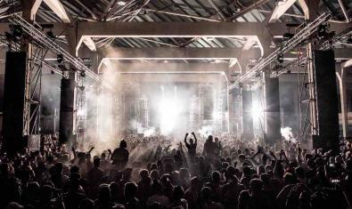 Vista del público y el escenario en uno de los conciertos del DGTL del año pasado