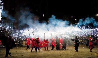 Los 'correfocs' son una de las muchas actividades que tienen lugar durante la Fiesta Mayor