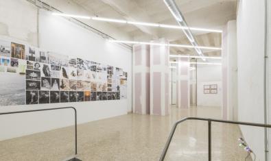 Vista general de la nova galeria amb algunes de les obres de la primera mostra ja exposades