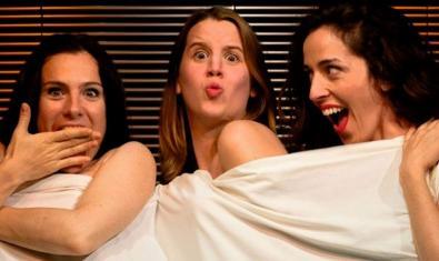 Les tres actrius que protagonitzen aquest muntatge teatral