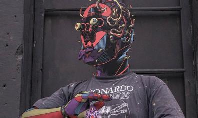 Fotografia del artista Smithe con un grafiti añadido sobre su rostro