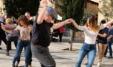Come and dance swing in Barcelona's civic centres