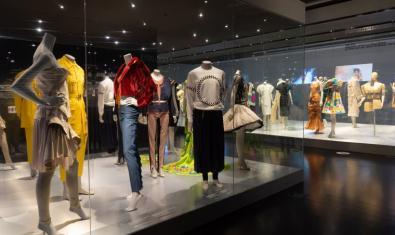 Podéis hacer una visita virtual de la exposición 'El cos vestit: siluetes i moda'
