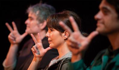 L'espectacle utilitza la llengua de signes.