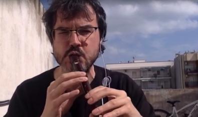 Eloi Fuguet en el vídeo del canal 'Música pel confinament'