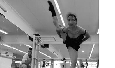 Imatge de l'assaig de la ballarina Laura Benítez per a la peça El encierro