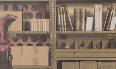L'espai ple d'andròmines i paperots on s'ambienta la peça Entre