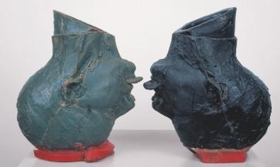 Una escultura de Bruce Nauman present a l'exposició