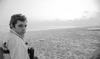 Juan Marsé en la playa de Calafell el año 1978. Foto: Jordi Socias