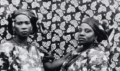 Uno de los retratos de Seydou Keïta que se exponen
