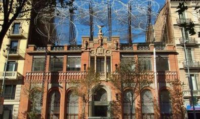 L'actual Fundació Antoni Tàpies es troba en l'antiga seu de l'editorial Montaner i Simón