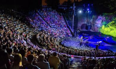 Una imatge del Teatre Grec ple de gom a gom