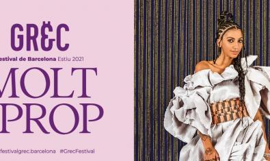 Una noia jove vestida amb robes d'inspiració africana en un dels cartells que anuncien les activitats del Festival de Barcelona