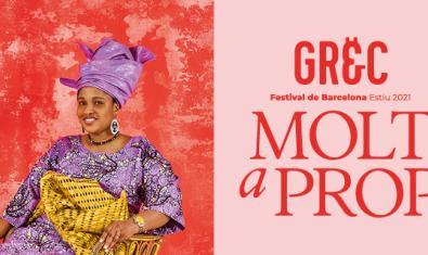 Una imatge del cartell que anuncia el festival i que mostra una dona amb un vestit de colors vius i amb un mocador al cap asseguda somrient amb un fons de color vermell al darrere