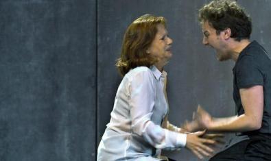 Un moment de la representació de l'obra que el Teatre Lliure us porta aquests dies a casa