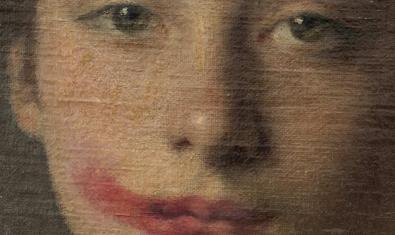 Una imagen de una pintura clásica con los labios pintados en un fragmento de una de las obras que se pueden ver en la exposición