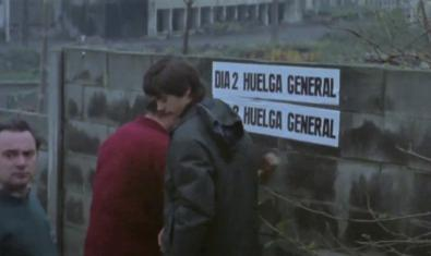 "Workers calling a general strike. Image from the movie ""A la vuelta del grito"""