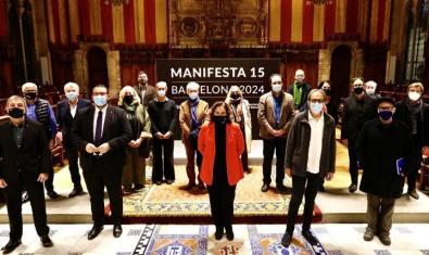 Foto de família de la candidatura barcelonina a Manifesta 15