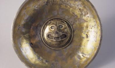 """Pátera del """"carnicero"""", que forma parte del conjunto de objetos rituales conocidos como el Tesoro de Tivissa"""