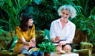 Paula Jornet y Mia Esteve en 'La importància de ser Frank'