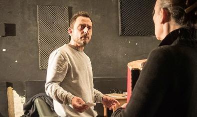 L'actor Eduard Buch durant un assaig de l'obra 'Instruccions per enterrar un pare'