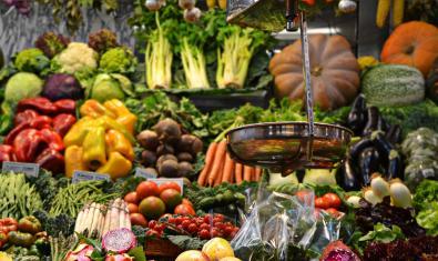 Parada de verdures a la Boqueria