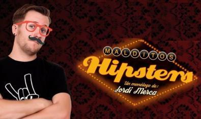 El cómico, retratado con un bigote hipster y unas grandes gafas