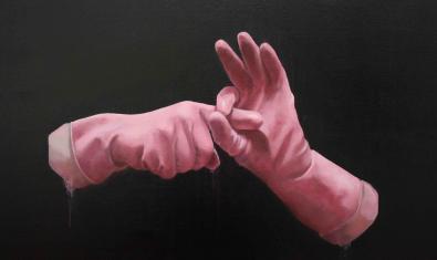 Dos guants de cuina fent un gest de caràcter aparentment sexual