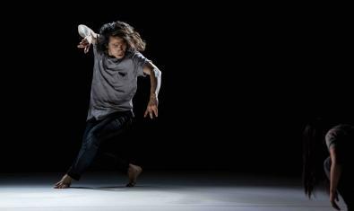 El ballarí i coreògraf Junyi Sun en un moment de la representació