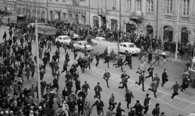 Disturbis a Krakowskie Przedmieście, Polònia, el 1968, una de les fotografies de l'exposició